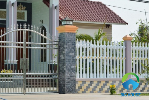 Mẫu gạch ốp trụ cổng rào nhà nông thôn