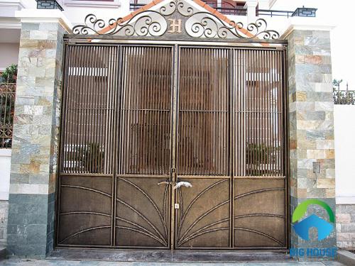 Mẫu gạch ốp cột vuông khu vực cổng bắt mắt