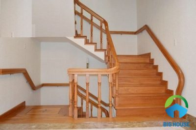 Có nên dùng Gạch lát cầu thang giả vân gỗ thay gỗ tự nhiên không?