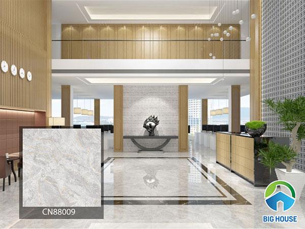 Gạch lát nền màu xám trắng mang đến sự sang trọng cho đại sảnh khách sạn