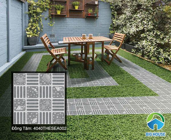 Gạch lát sân vườn màu xám tro kết hợp của gạch giả cỏ sang trọng