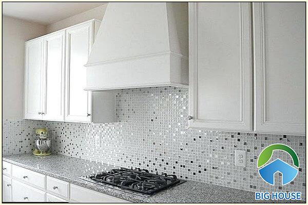 Gạch mosaic ốp tường bếp