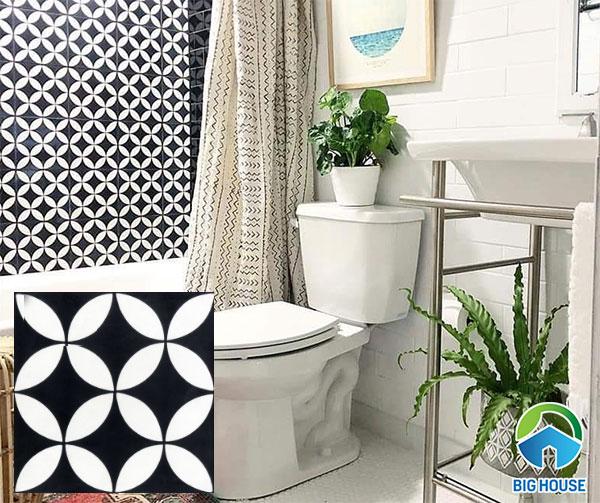 Nhà vệ sinh sử dụng gạch bông ốp đen trắng độc đáo