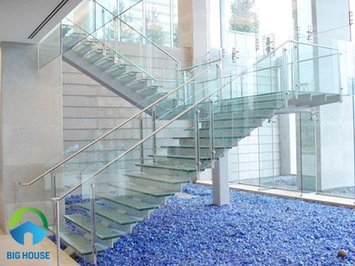 mẫu cầu thang 21