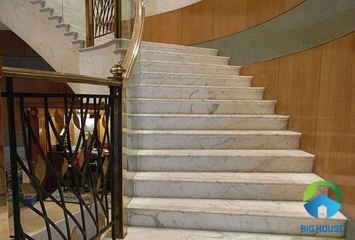 mẫu cầu thang 15