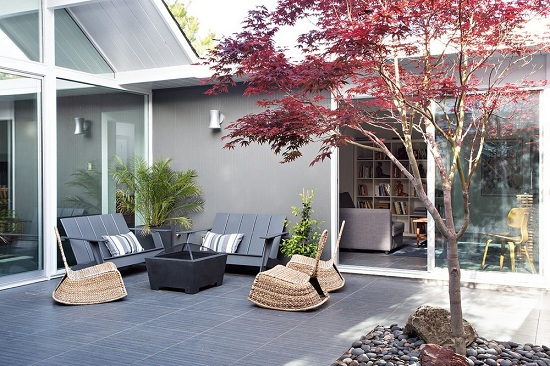 Gạch lát nền hiên nhà màu ghi đậm đơn giản